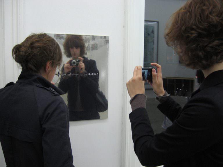 fragen,spiegelfolien,kugelschreiber,betrachterin,Betrachter,mixed media